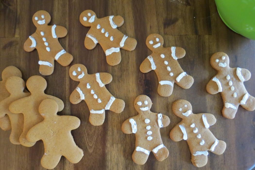 Gingerbread Cookies, Orzo Salad, Xmas Cookies 007