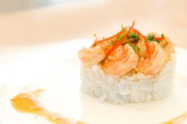 Shrimps with lemon sauce on rice