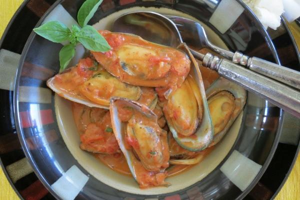 Mejillones en salsa de tomate the frugal chef for Cocinar mejillones en salsa