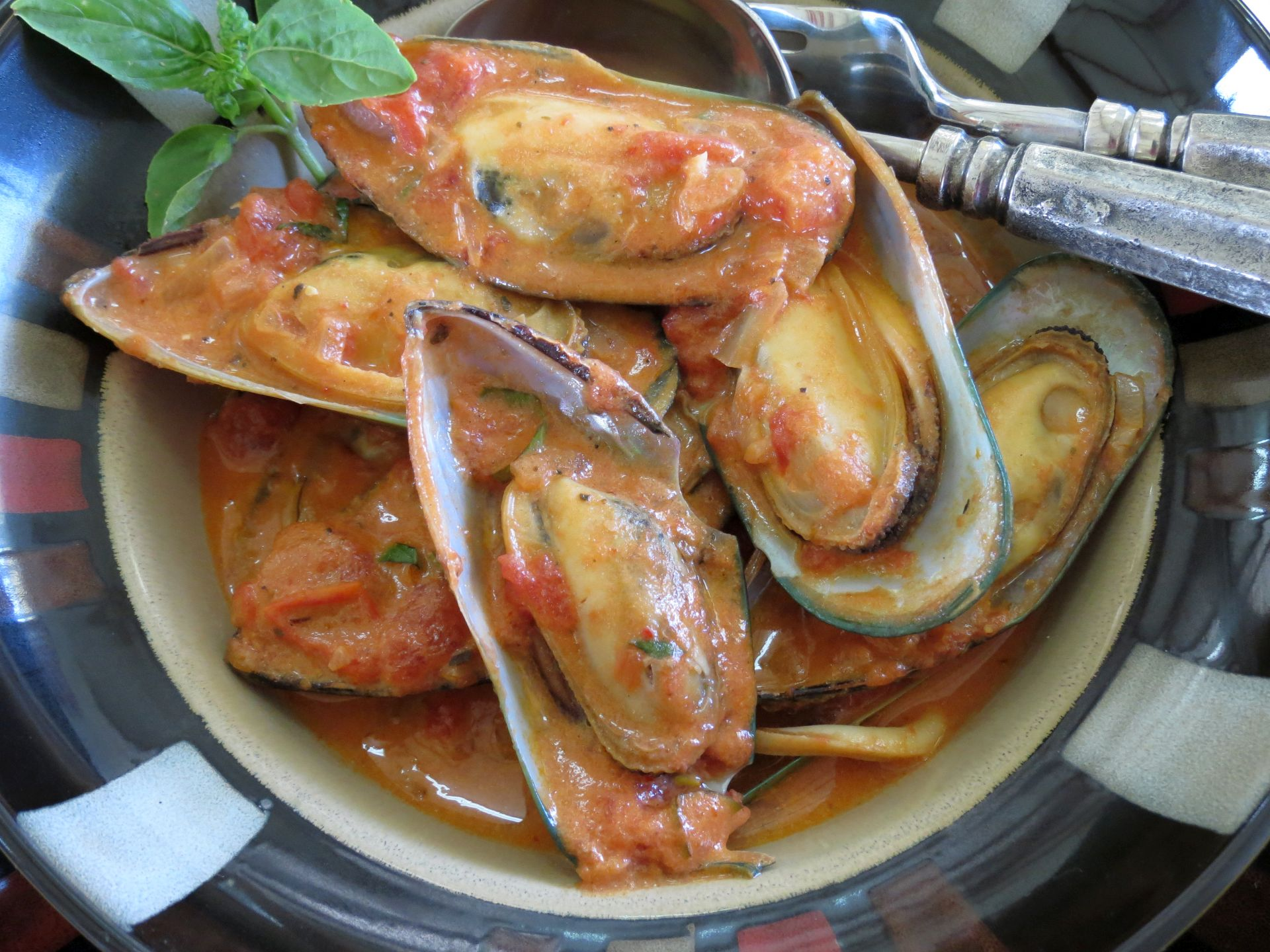 Mussel Recipe in Spicy Tomato Sauce - The Frugal Chef