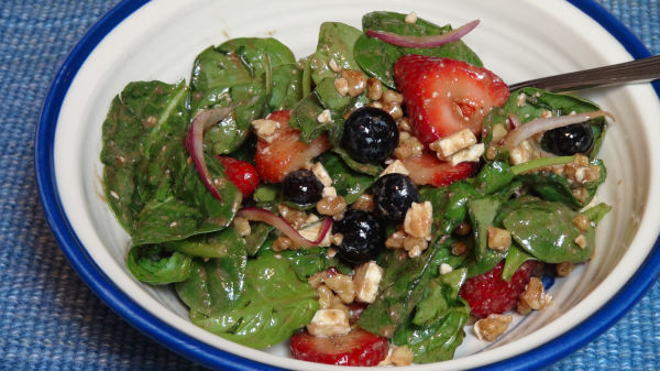 Spinach and Berries Salad with Toasted Walnuts